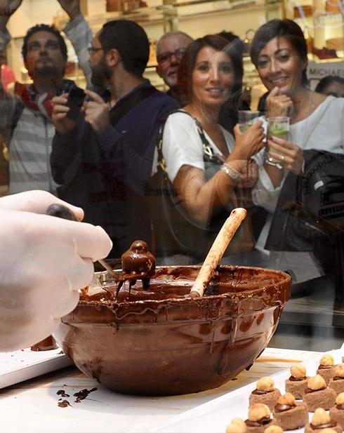 Brand engagement Luisa Spagnoli Maestro Cioccolatiere in vetrina #VFNO2015 Milano